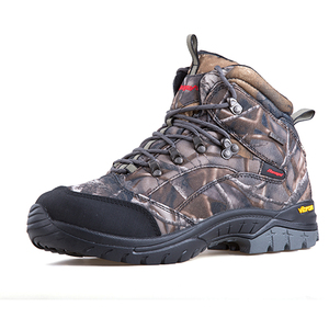 Heated hunting boot